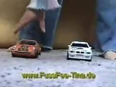 Old trailer Barfuss Tina crushes two cars barefeet