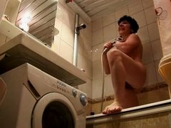 Hidden cam caught a mature lady shower
