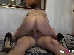 She gets him horny while he does some fixing