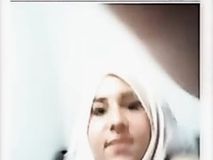 hijab girl faps on webcam