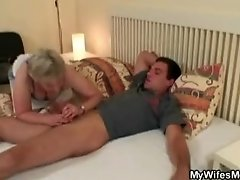 She finding old mom riding his cock