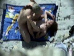 Dude fucks girlfriend in beach